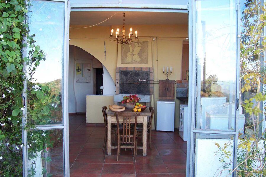 Schöne Wohnung mit Tür zum Garten ...
