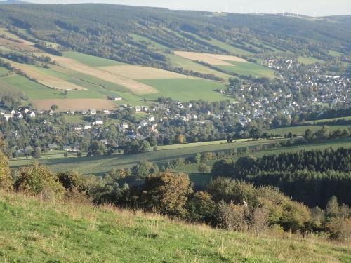 Der Ort Königswalde liegt im Tal