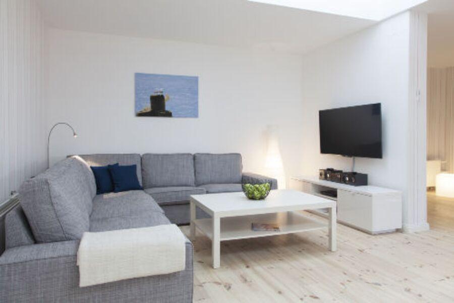 Wohnzimmer mit TV, DVD u Stereo Anlage