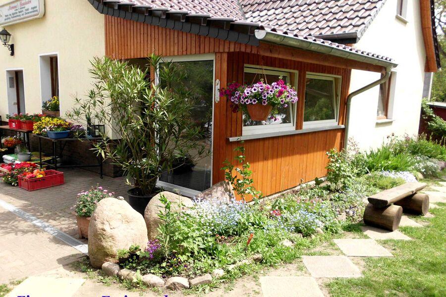 Separater Eingang mit Wintergarten