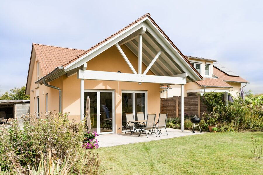 Terrasse und Garten (c) janine-kyofsky