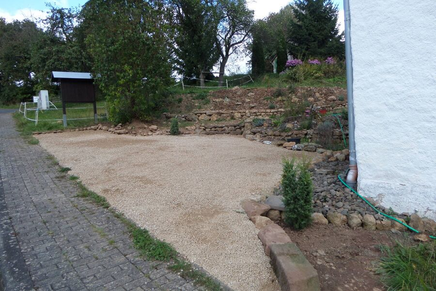 Parkplatz und Garten