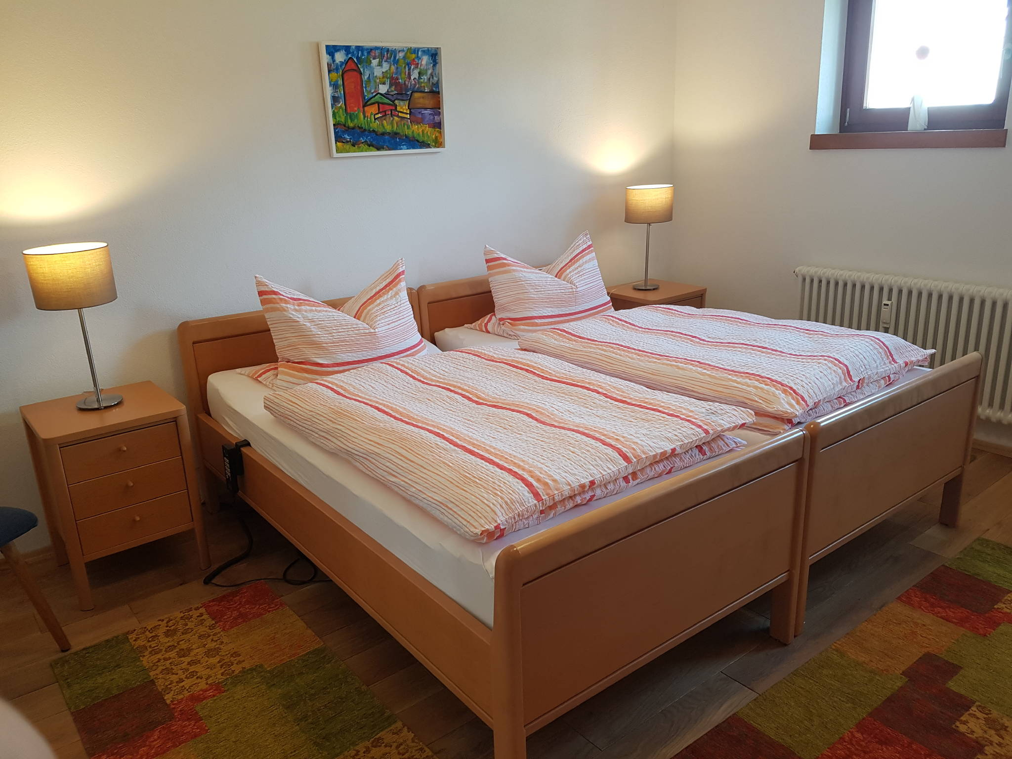 Schlafzimmer mit Zugang über eine Rampe