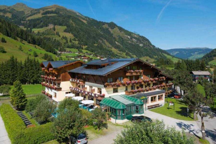 Hotel Alpina im Sommer