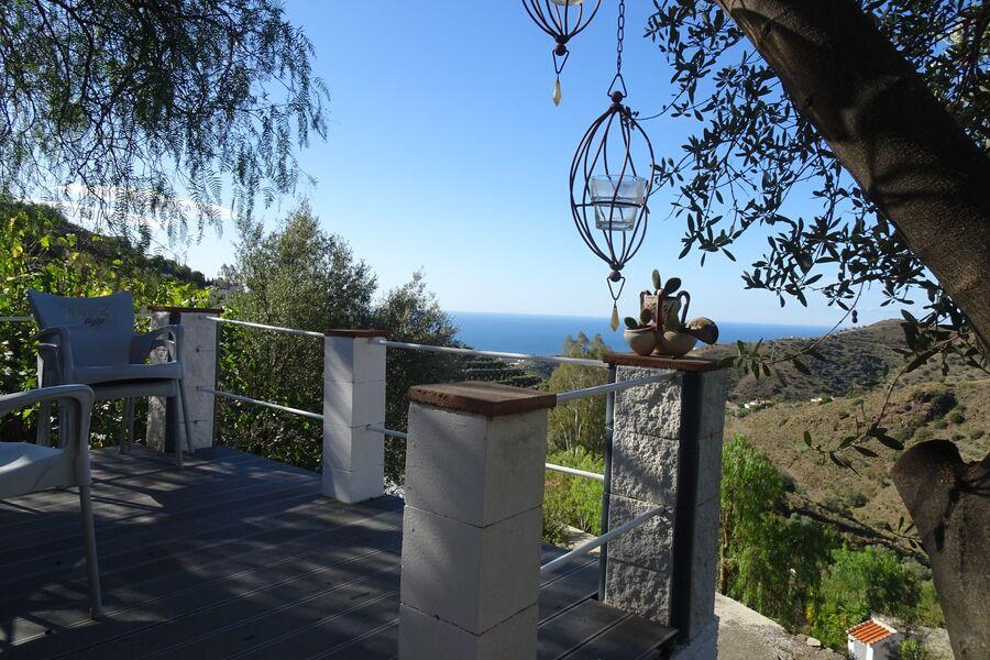 Blick über das Land zum Meer, Terrasse