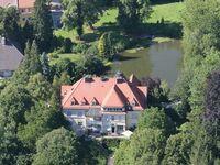 Guesthouse Château Abraham, Familienzimmer mit Gemeinschaftsbad und Gartenblick in Berg - kleines Detailbild