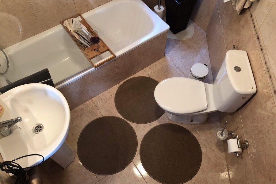 Badezimmer 2 mit Badewanne