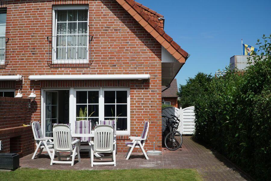 Das Ferienhaus Gisela vom Garten aus ...