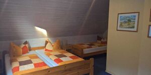 Privatzimmer Familie Göring, Dreibettzimmer in Erfurt-Kleinrettbach - kleines Detailbild