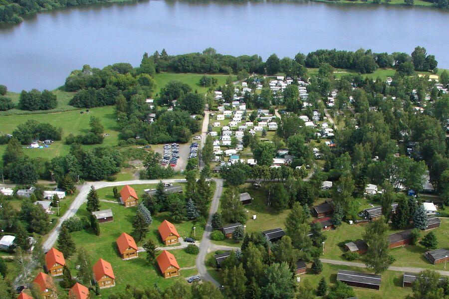 Spielplatz mit Rutschen u.v.m.