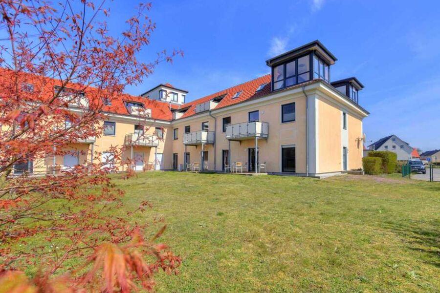 Innenhof mit Sitzecke & Raucherinsel