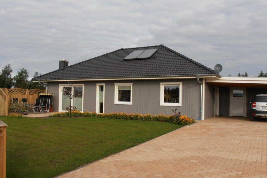 Petersen, Kathrin  -  Haus Lisa, Haus Lisa