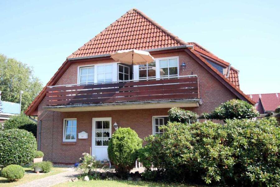 Ansicht des Hauses mit Balkon
