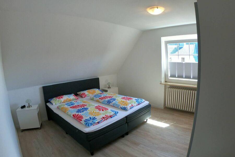 Schlafzimmer 2, Schrank, Fenster/Plissee
