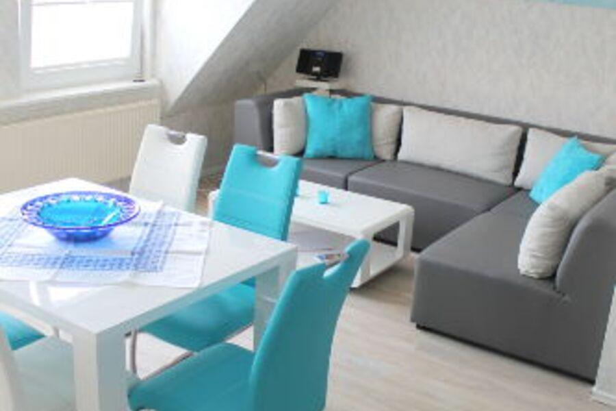 Wohnzimmer, Relaxcouch, Eßtisch, TV