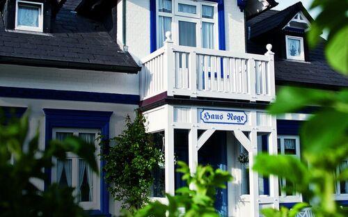 Haus Noge Sylt | Pension, 24 | Ferienapartment graue Tür