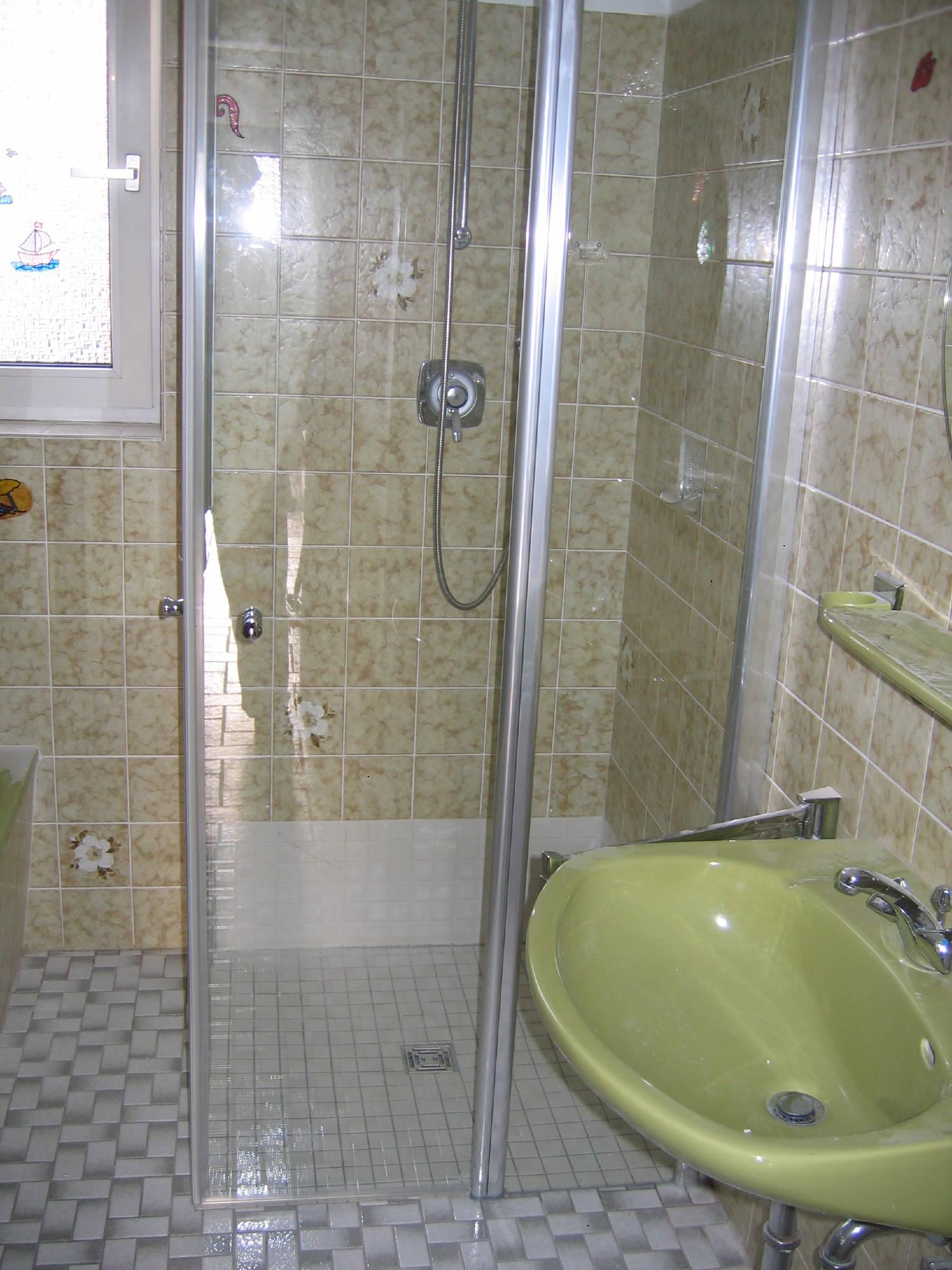 Bad mit Dusche u. Toilette.