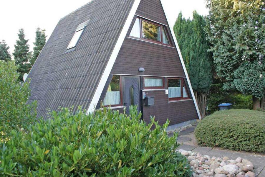 Zeltdachhaus mit grossem Grundstück