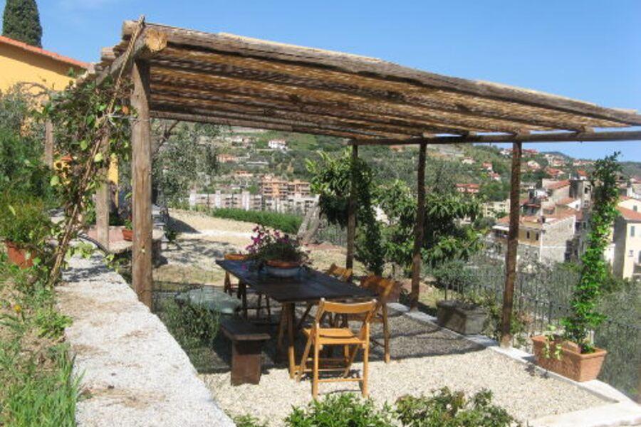 schattiger Garten-Sitzplatz