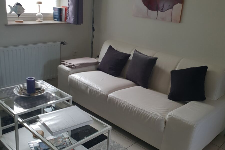Eßplatz im 25 m²-großen Wohnzimmer