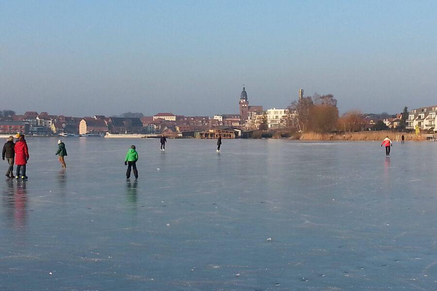 Eislaufen auf der Müritz