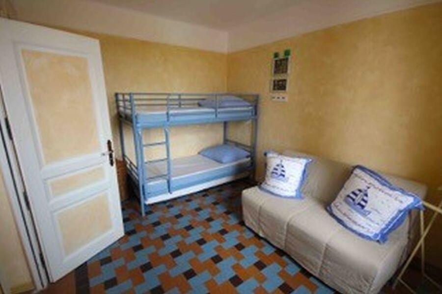 Kinderzimmer mit Schlafcouch
