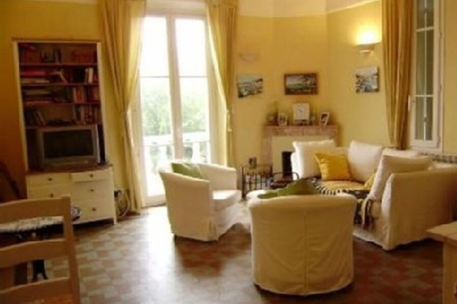 Wohnzimmer zum Balkon mit Meerblick