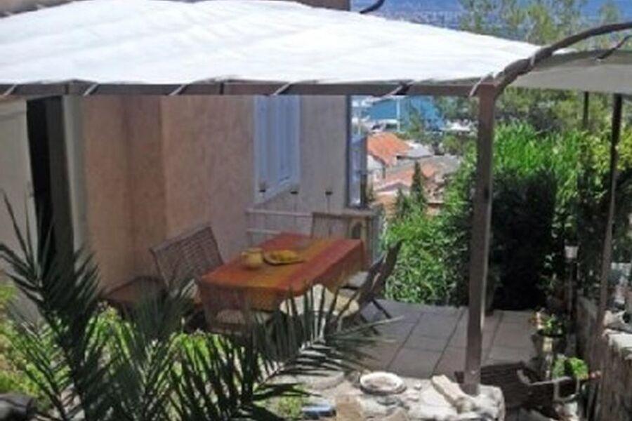 Terrasse neben der Küche