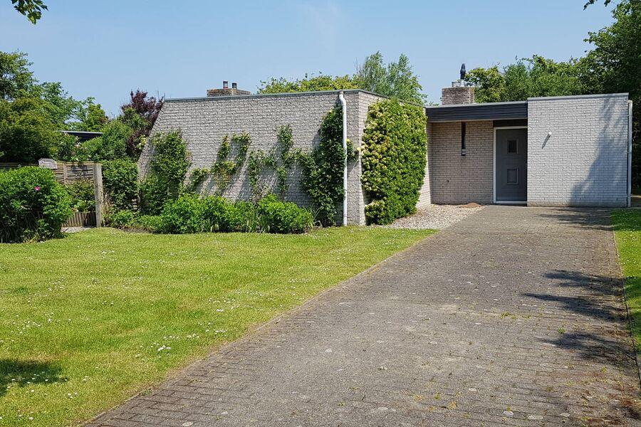 Das Ferienhaus mit grossen Garten...