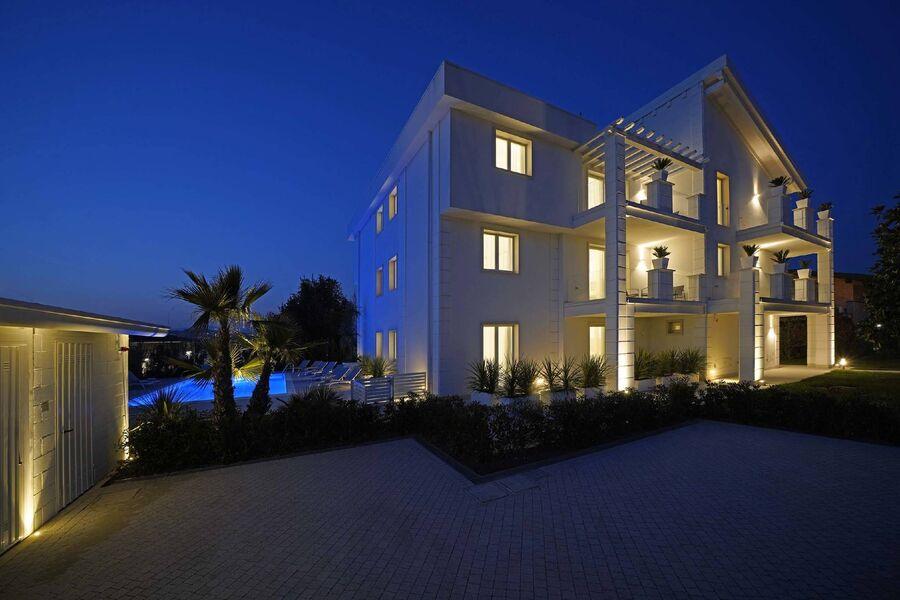 Elegante Luxuswohnungen mit Pool
