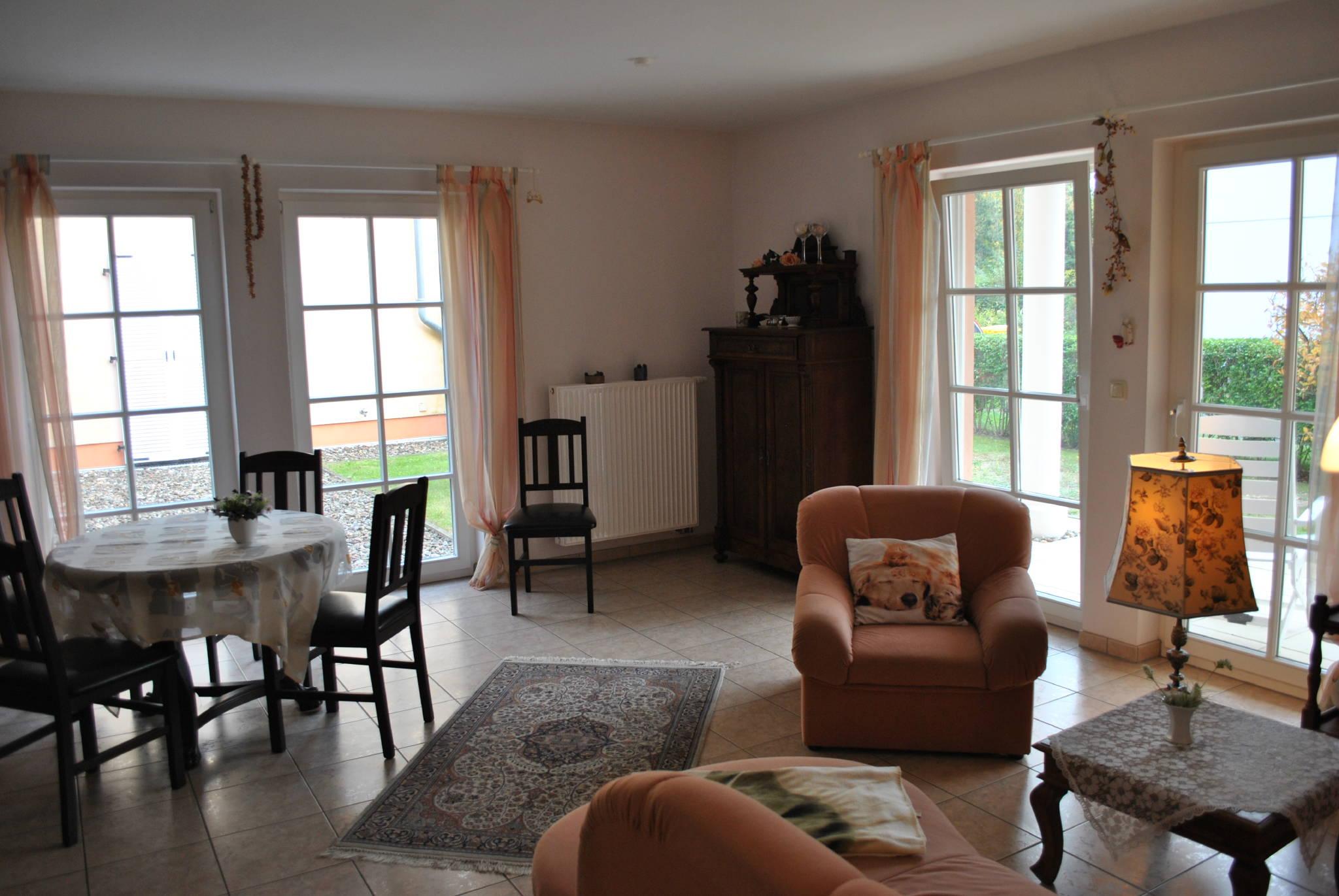 wohnzimmer essecke mit sudterrasse