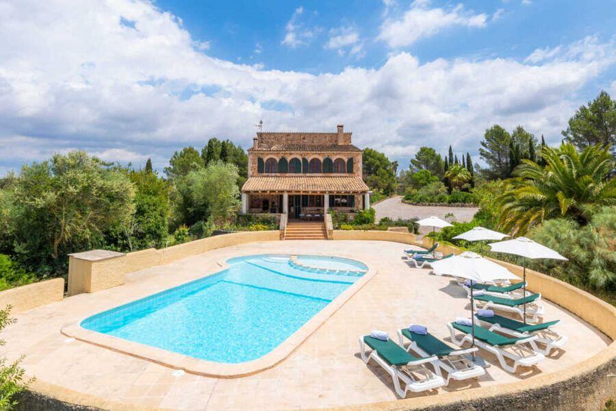 Luxusfinca mit grossem Pool und Garten