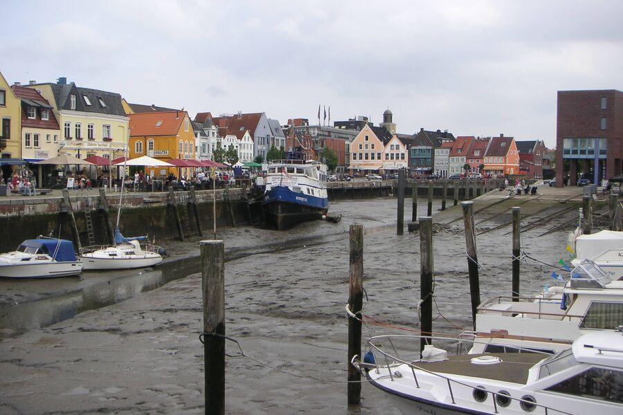 Husumer Hafen bei Ebbe