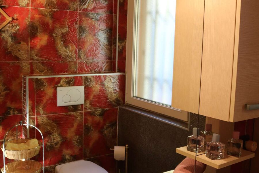 Modernes freundliches Badezimmer