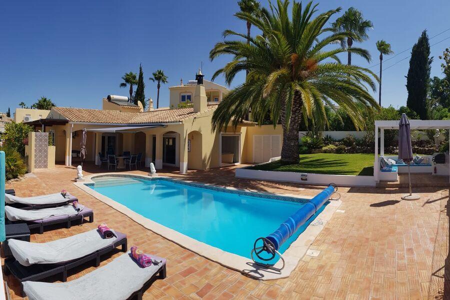 Haus mit Pool, Terrasse,n und BBQ Grill