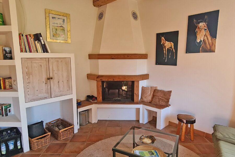 Kamin im Ferienhaus, noch ohne Feuer