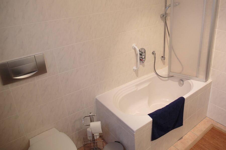 Dusche mit Sitzwanne