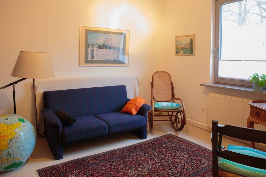 2. Wohn-/Schlafzimmer mit Schlafsofa