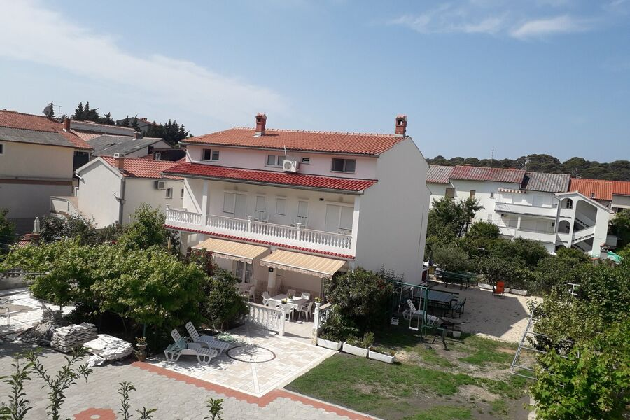 Ferienhaus mit Zufahrt und Garten