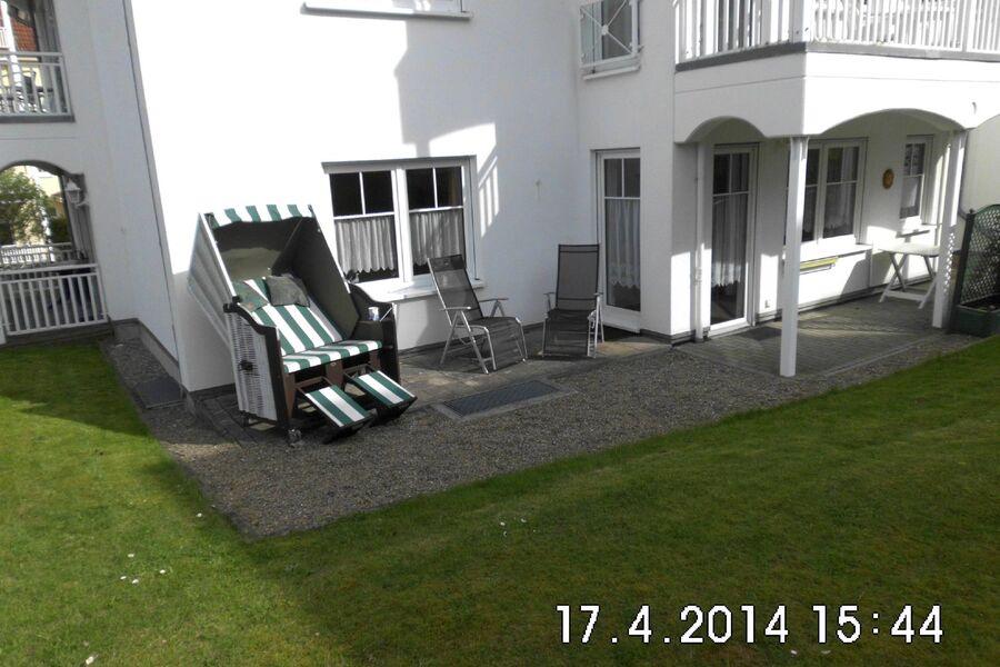 Terrassen mit Strandkorb und Möbeln