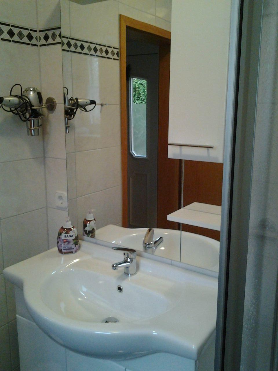 Appartement barbara in cuxhaven niedersachsen ludwig und - Ludwig badezimmer ...
