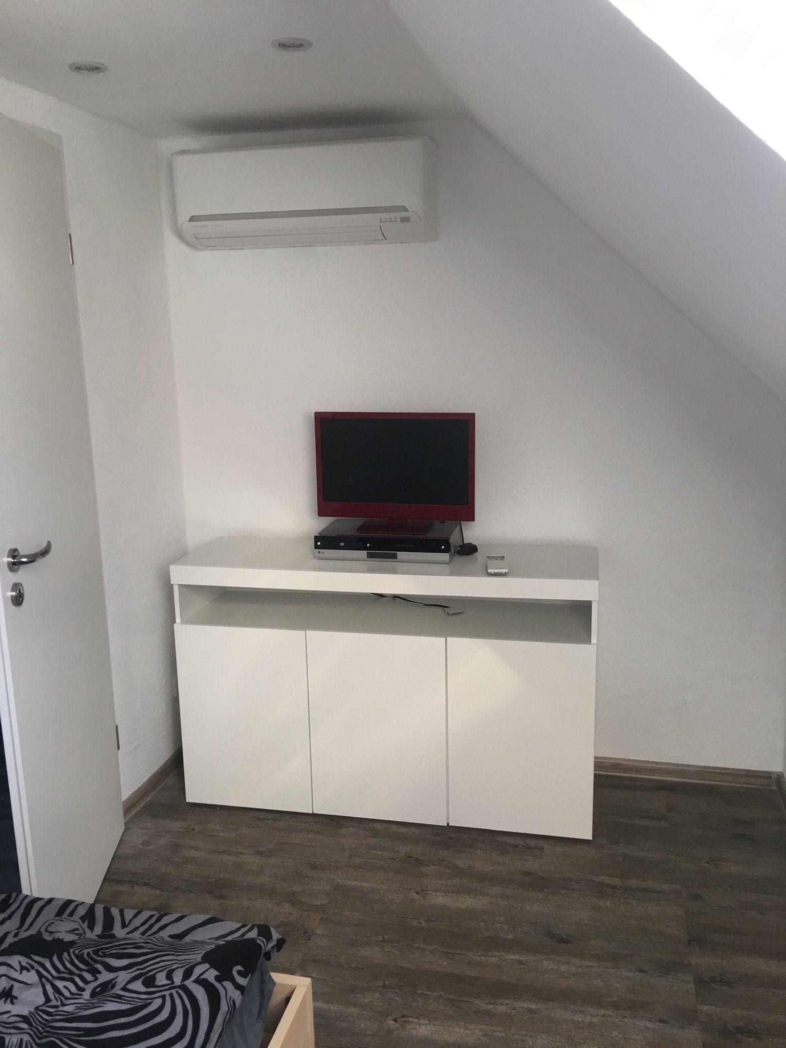 Schlafzimmer 2 TV und Klima