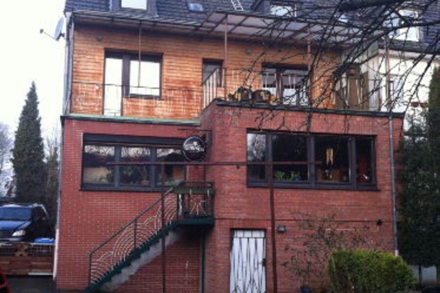 Dachwohnung vom Garten aus