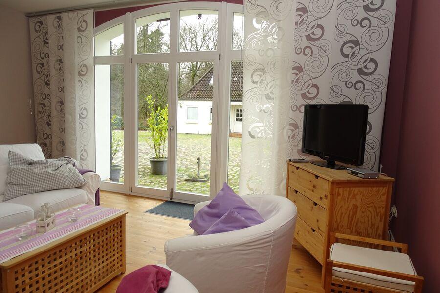 Wohnzimmer mit großem Terrassenelement