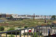 Ihr Blick über den Fluss bis zum Hafen
