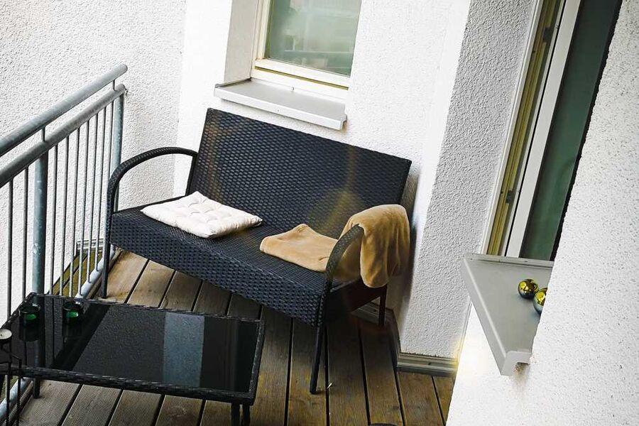 Sehr gemütlicher Balkon in extrem ruhigem Innenhof