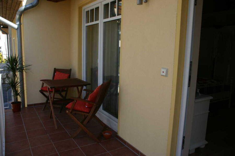 Möblierter Balkon vor dem Appartement