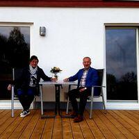 Vermieter: Ihre Vermieter auf der Terrasse