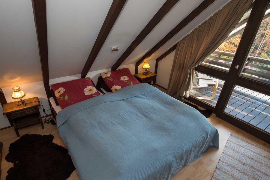 Schlafzimmer oben Süd mit Balkon