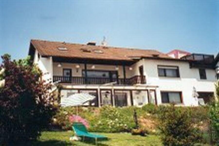 Haus von der Südseite,Liegewiese,Grill,